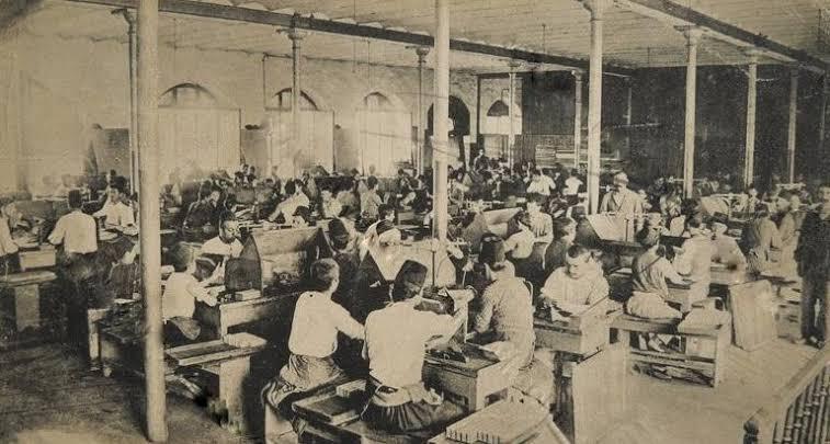Fabrika Kızı Sevgiliye Değil MarksizmeYazıldı