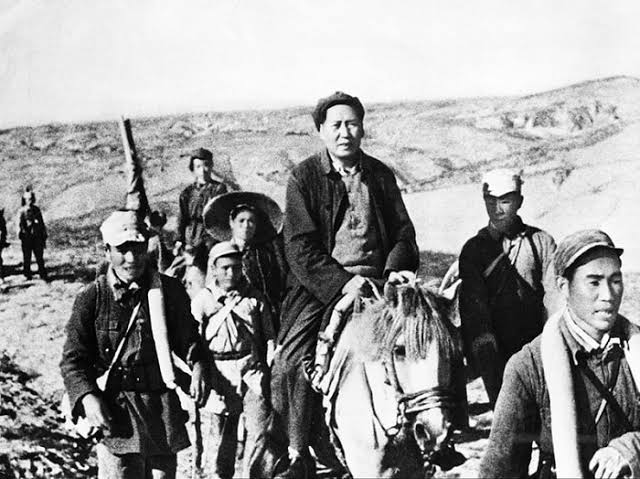 15 Ekim 1934 * Çin Sovyet Cumhuriyetiyıkıldı.