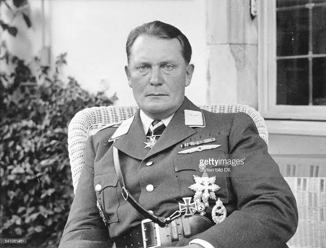 15 Ekim 1946 * Nazi savaş suçlusu Hermann Göring intiharetti
